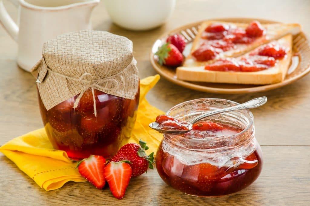 При молочнице нельзя употреблять в пищу продукты содержащие сахар (например варенье)