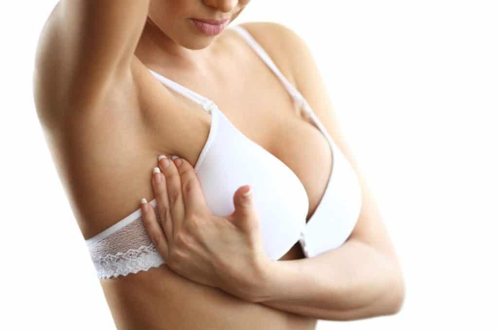 После месячных болят молочные железы