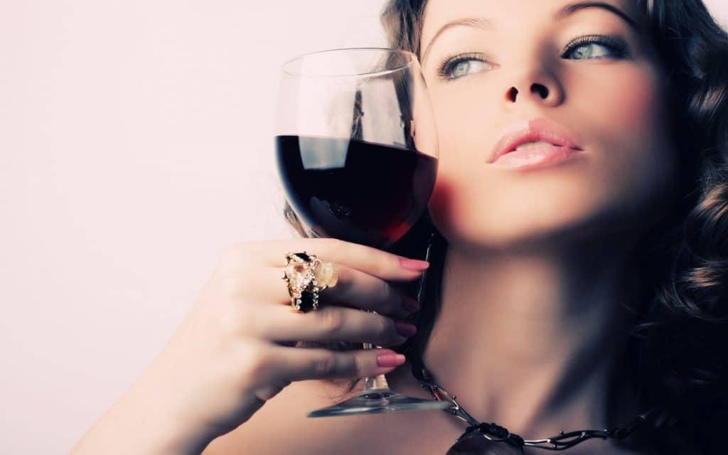 Алкоголь во время месячных влияние
