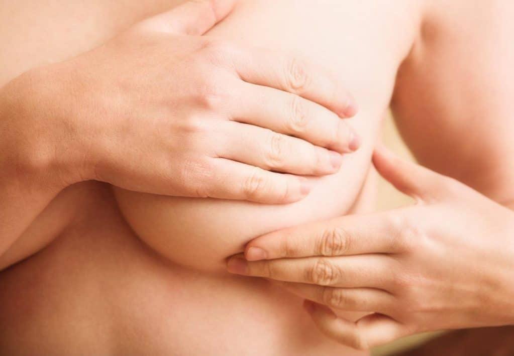 Массаж для увеличения груди в домашних условиях: 7 вариантов процедуры для упругости обвисшего бюста и как их правильно делать?