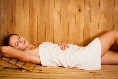 Когда женщине можно в баню после родов: советы и меры безопасности