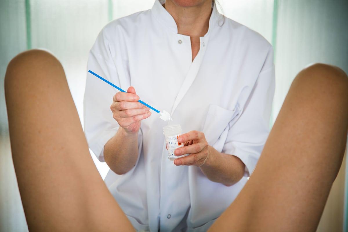 Анализ на гонорею у женщин: как берут и сколько делается анализ?